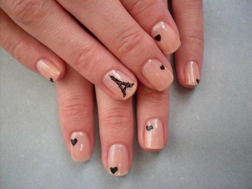 Дизайн ногтей с небольшим рисунком
