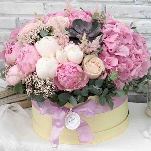 Модный флористический тренд: цветы в коробке своими руками