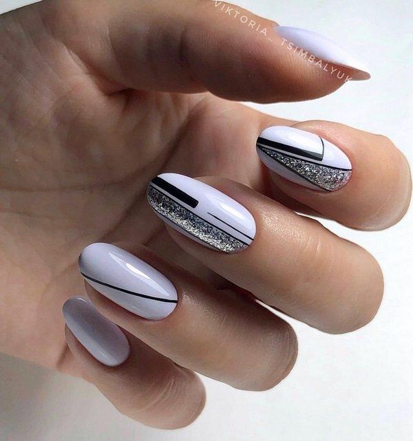 Яркие блестки на ногтях
