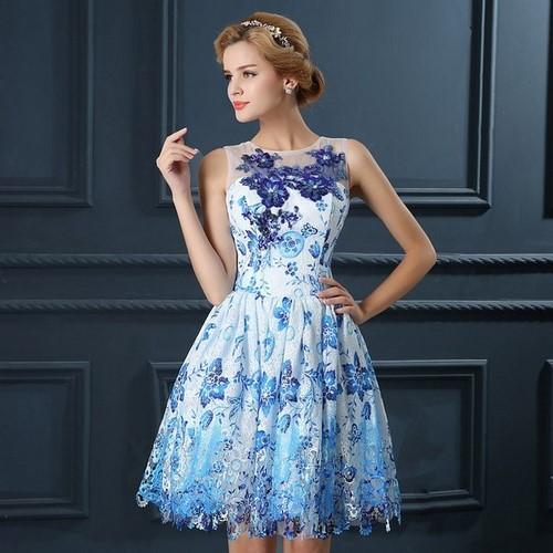 48d2bbf5539b Модные короткие платья 2019-2020 - фото, новинки платьев, фасоны и ...