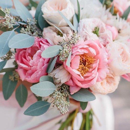 Самые красивые букеты пионов: дизайн, тенденции флористики, идеи оформления