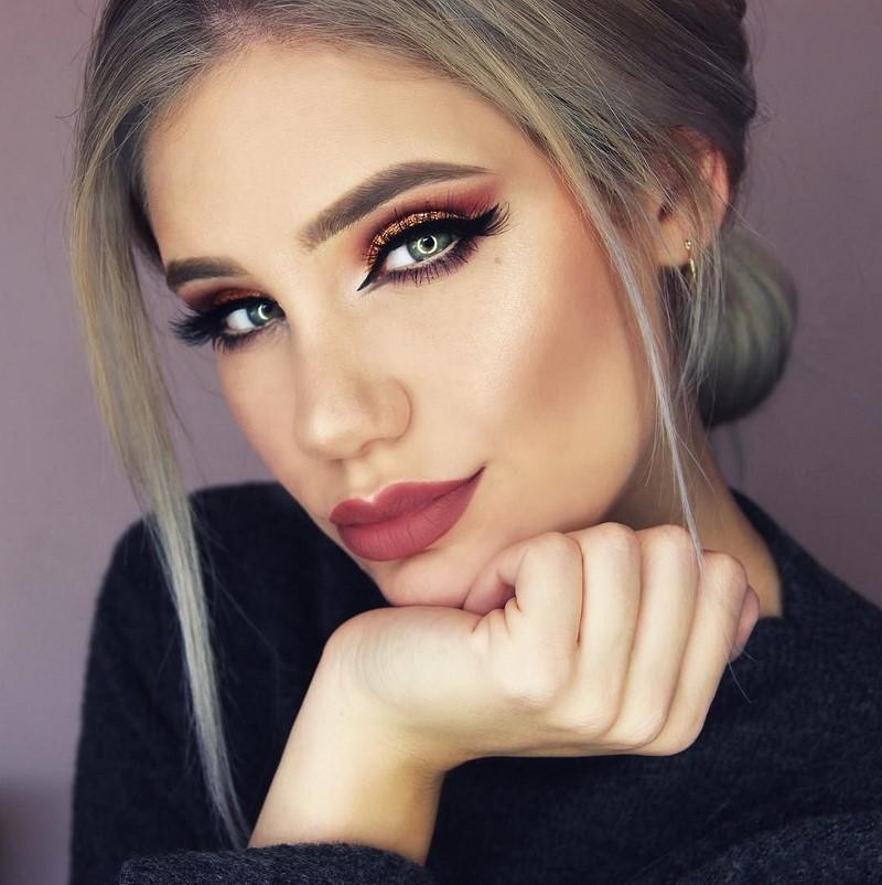 Смотреть Модный макияж на Новый год 2019 видео