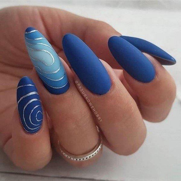 Вдохновляющий синий маникюр. Топовые новации